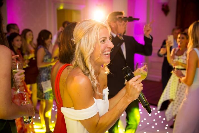 hedsor house taplow bride singing at wedding